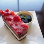 イチゴとブルーベリーのケーキ